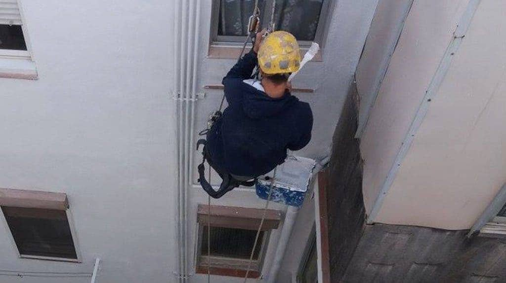 trabajo vertical en edificio