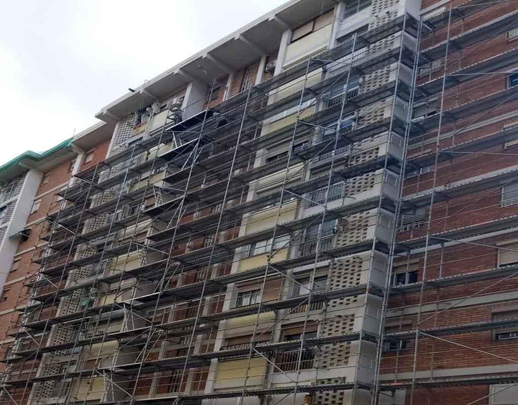 Arreglo de fachada de edificio en cornellà, Barcelona